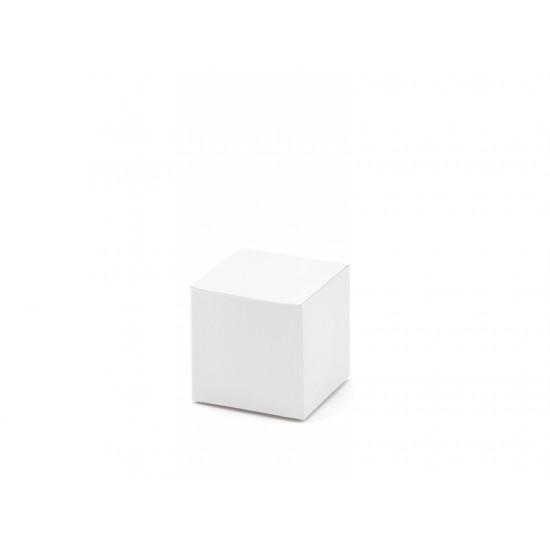 10 petites boîtes blanches carrées
